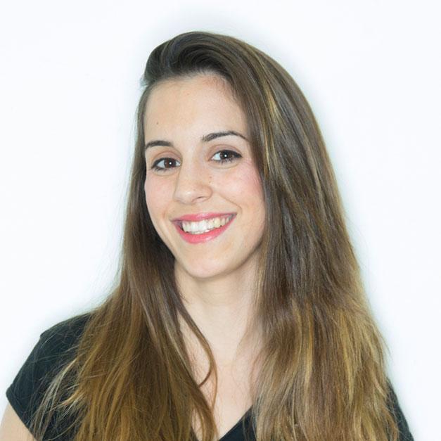 Laura experta en extensiones Salerm Academy